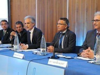 Según el consejero la Traumatología y la Cirugía Ortopédica que se desarrolla en Andalucía destaca en el campo de la investigación e innovación