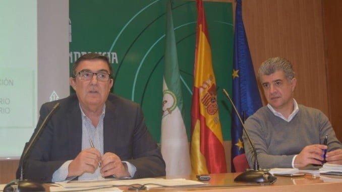 El delegado territorial de Educación, Vicente Zarza, explica la nueva campaña de escolarización