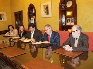 El alcalde de Huelva y el delegado de Salud firman un acuerdo para abundar en el III Plan Local de Salud