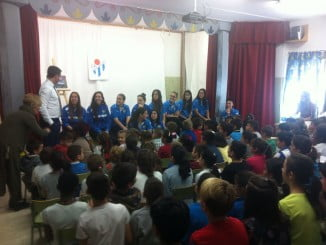 Fundación Cajasol Sporting Club de Huelva ha continuado con su campaña de difusión de fútbol femenino, haciendo visitas a varios Colegios