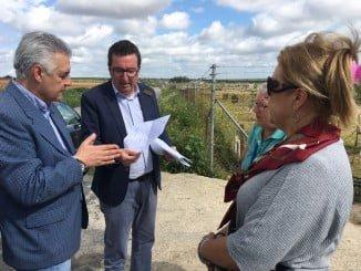 González ha visitado el camino rural de Valverde, ubicado en el término municipal olontense, y ha comprobado el pésimo estado de éste