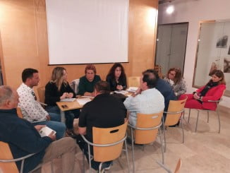 Imagen de la reunión mantenida con el sector heladero para explicarles el proyecto