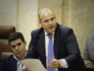 El diputado onubense Julio Díaz en su intervención en el Parlamento