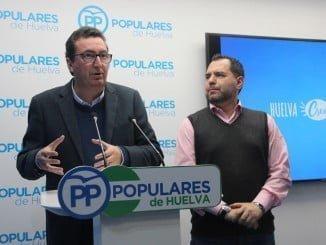 El líder de los populares en Huelva en rueda de prensa