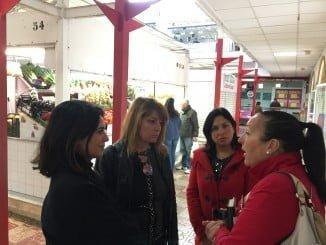 Pilar Miranda, Juani Carrillo y Carmen Sacristán en el Mercado de San Sebastián