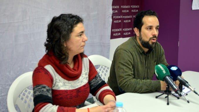 La diputada de Podemos por Huelva, Isabel Franco, y el concejal de Participa Huelva, Jesús Amador