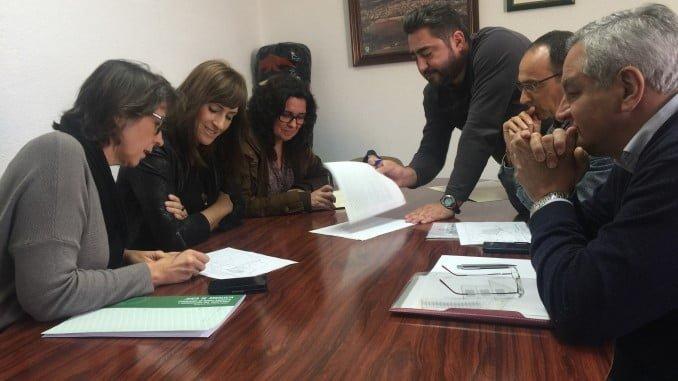 Reunión de Rocío Jiménez con la alcaldesa de El Campillo para abordar temas medioambientales