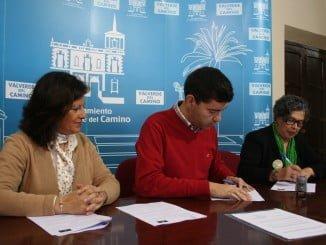 Rueda de prensa de la firma de cesión de locales por parte del Ayuntamiento de Valverde a Faisem