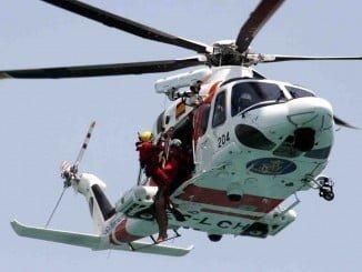 Medios aéreos y marítimos buscan a los dos pescadores desaparecidos