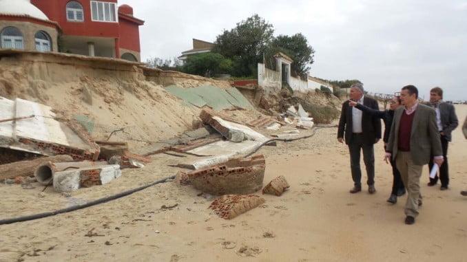 El delegado del Gobierno en Andalucía comprueba los daños del temporal en El Portil