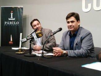 Silverio Victoria junto a Federico Pérez en la presentación de su libro 'Al otro lado de la mesa'