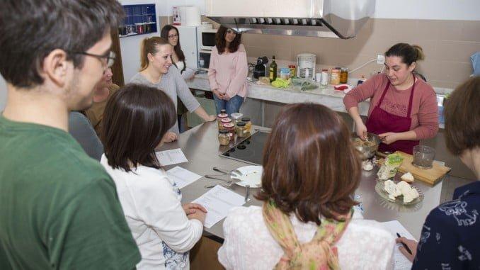 El taller ha transmitido a los jóvenes los beneficios que reporta la cocina vegetariana