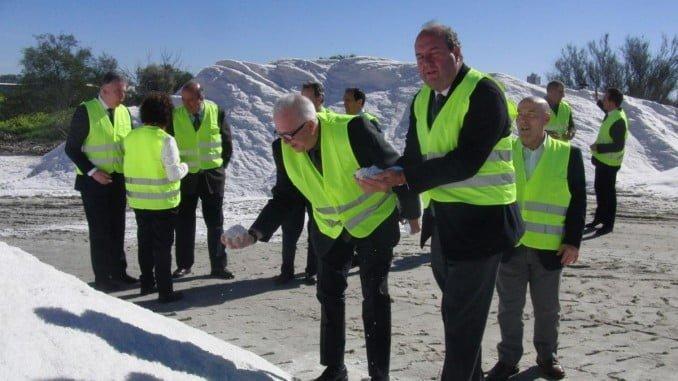 Visita del consejero a la empresa Salinas del Odiel, dedicada al refino, envasado y comercialización de sal
