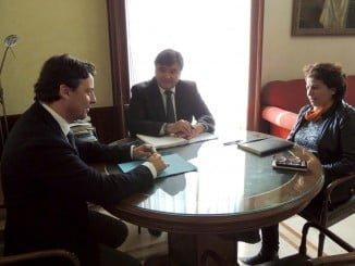 El alcalde de Huelva y el concejal de Empleo se han reunido con la viceconsejera de Empleo