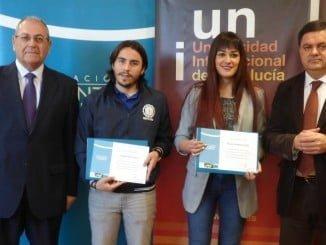 Los dos beneficiarios de las becas junto a Agustín Galán y Antonio de la Vega