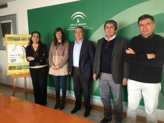 La delegada de Medio Ambiente junto a representantes de Cepsa y su Fundación