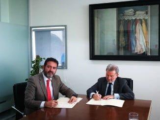 El director general de la Agencia IDEA y el gerente de Contursa en la firma del convenio
