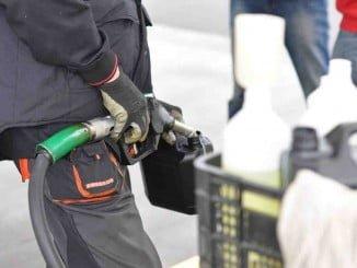 Destaca la bajada de los precios de los carburantes y la electricidad