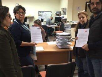 Los socialistas registrando las mociones sobre el Chare