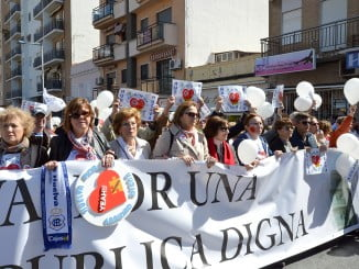 Cabecera de la manifestación que ha discurrido por las calles de Huelva reclamando una sanidad digna