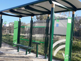 Las paradas instaladas tienen unas dimensiones que posibilitan la entrada de sillas de ruedas