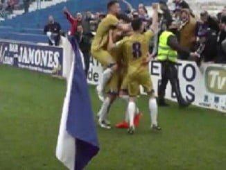 Tras el gol de Antonio Domínguez, los jugadores celebraron junto a los aficionados albiazules lo que la postre fue una victoria ante el Linares.