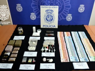 El dinero y la droga intervenida por la Policía Nacional