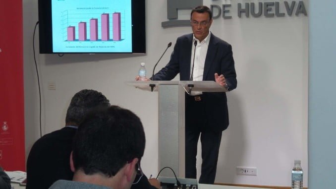 Ignacio Caraballo en una rueda de prensa en la Diputación de Huelva