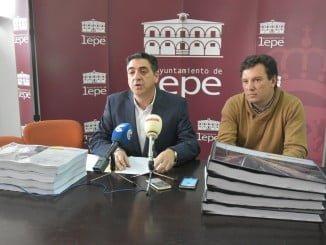 Toronjo explica el proyecto de obras de acceso al Chare de Lepe