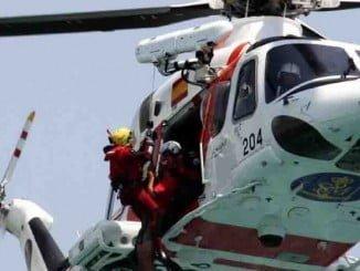Medios aéreos participan en la búsqueda desde que desaparecieran los dos pescadores