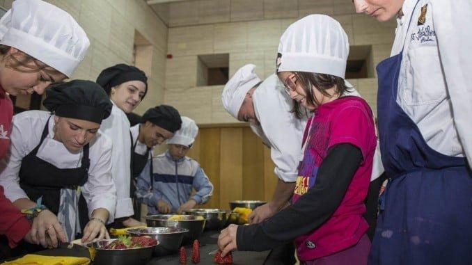 Alumnos de seis colegios participan en esta iniciativa de la capitalidad gastronómica