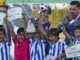La alegría de los benjamines era inmensa tras alcanzar la copa de su categoría en la final celebrada en Moguer de Gañafote Cup.