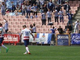 Los aficionados del Recre, que cubrían las gradas en Granada, apoyaron al equipo hasta que remontó el 0-2.
