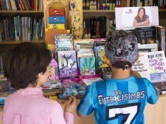 Mesas redondas y presentaciones de libros en la jornada del sábado en la Feria del Libro
