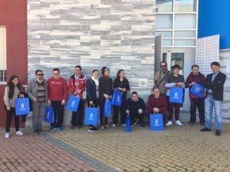 Representantes del equipo de Gobierno municipal han acompañado a los alumnos de la Unidad de Día de Ánsares en el acto de colocación de pictogramas