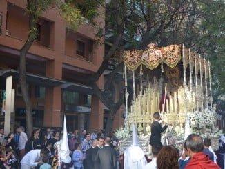 El Cautivo, que sale de La Hispanidad, por las calles de Huelva