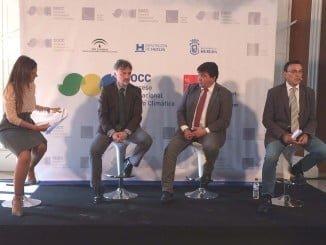 El consejero de Medio Ambiente, el alcalde y el presidente de la Diputación presentando el Congreso