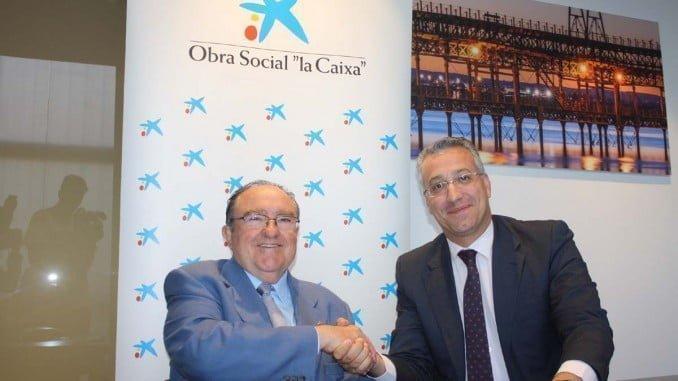 Juan Manuel Díaz Cabrera y Juan Manuel Llinares tras la firma del convenio