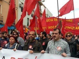 Daniel Hernando participa en una manifestación con la pancarta del PCA