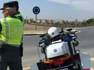 La Guardia Civil ha ha localizado al conductor, al que se le imputan dos delitos contra la Seguridad Vial