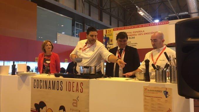 El cocinero onubense Xanty Elías ha realizado un showcooking con sus elaboraciones más novedosas