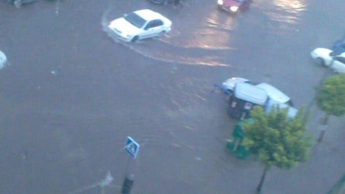 Una de las imágenes que nos ha dejado en la capital onubense las fuertes lluvias del viernes