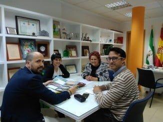 Imagen de la reunión mantenida esta mañana en el Ayuntamiento isleño con representantes de Turismo Andaluz