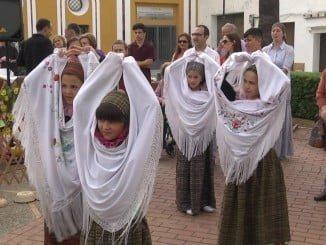 Niños participando en la Fiesta Cervantina