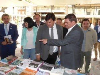 El vicerrector del Campus de La Rábida, Agustín Galán, presente en la inauguración de la Feria del Libro