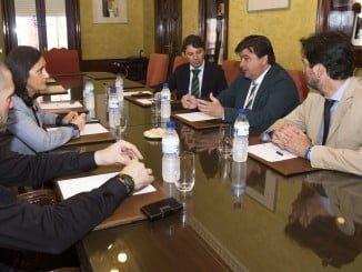Reunión de responsables del Ayuntamiento y la Subdelegación para combatir la venta ambulante ilegal