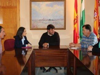 Reunión de Grávalos en Zalamea con su alcalde, Marcos Toti