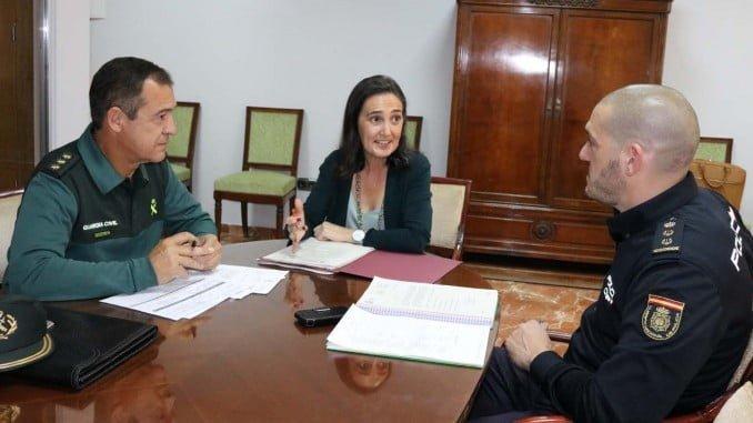 La subdelegada del Gobierno se ha reunido con los responsables de la Policía Nacional y la Guardia Civil