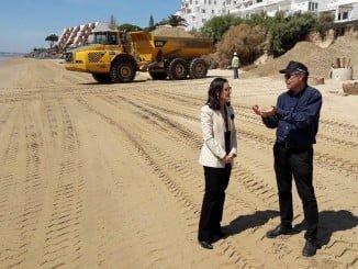 La subdelegada ha visitado las obras en el Portil y Nuevo Portil junto al jefe provincial de Costas