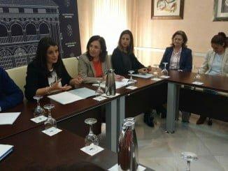 Madueño ha informado de las ayudas a a alcaldes y técnicos de los ayuntamientos de El Condado